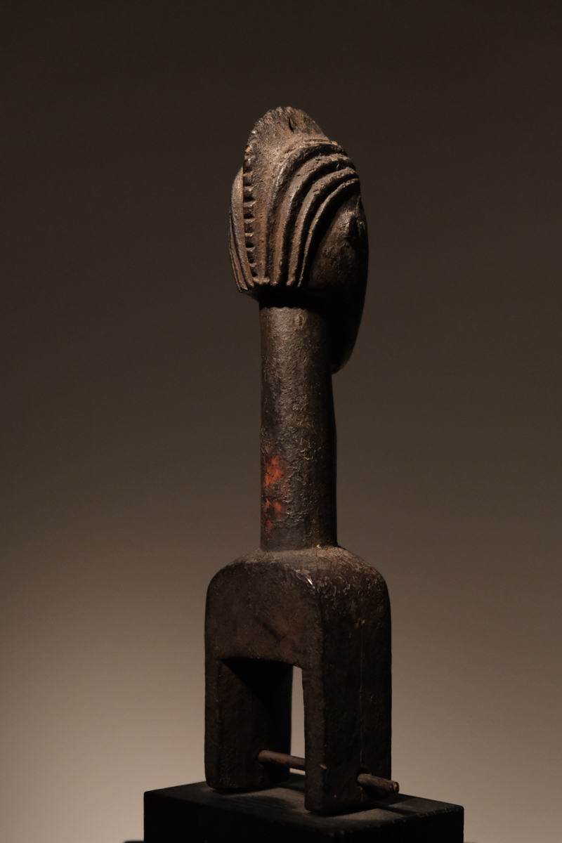 Baule Pulley Ivory Coast Wood  H. 21 centimeters, Provenance: Old german collection Price: 1800 euros