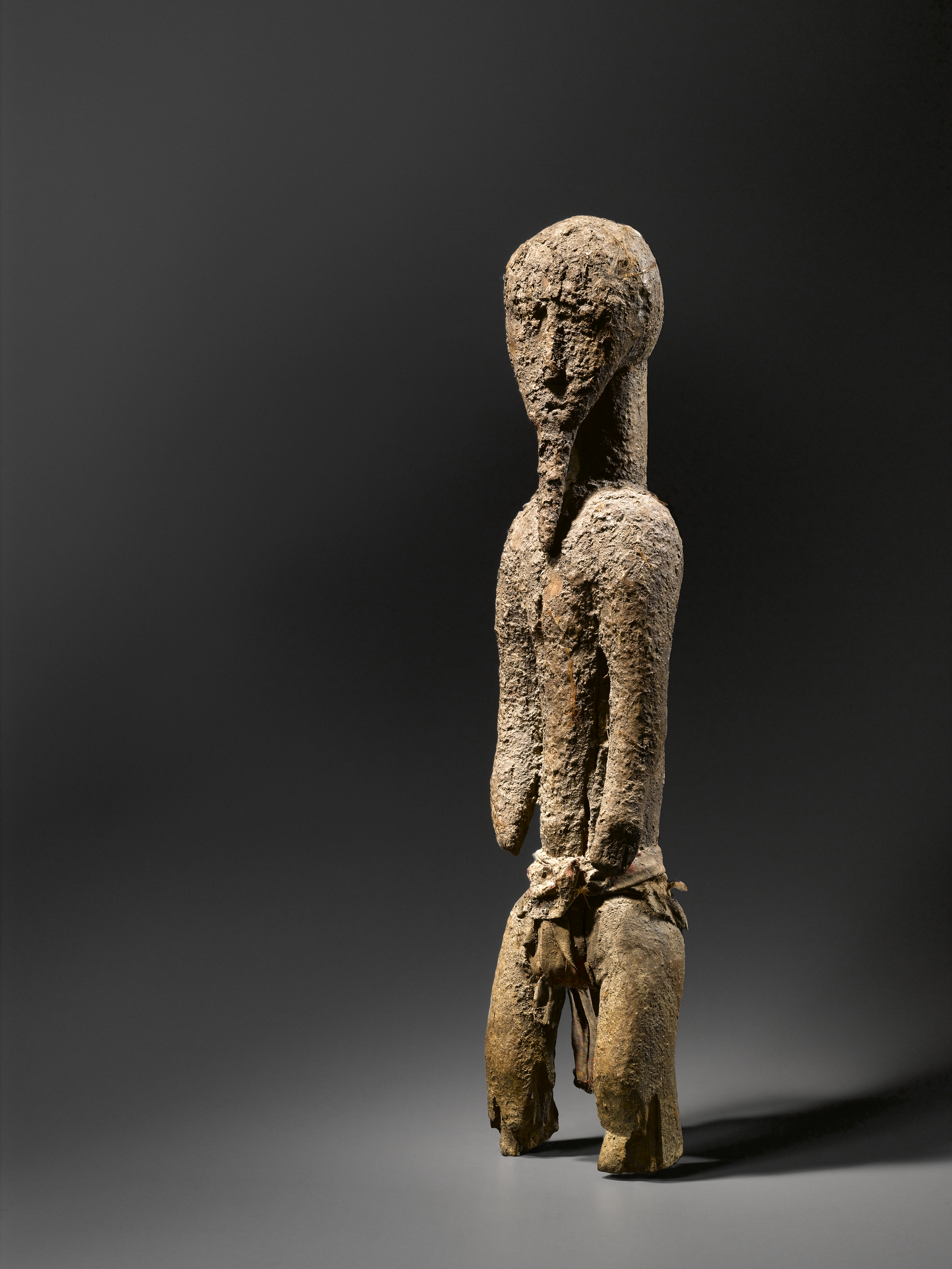 Sculpture Baoulé Côte d'Ivoire Bois et tissus. H 57 cm Publiée in Sacrifice, 2011