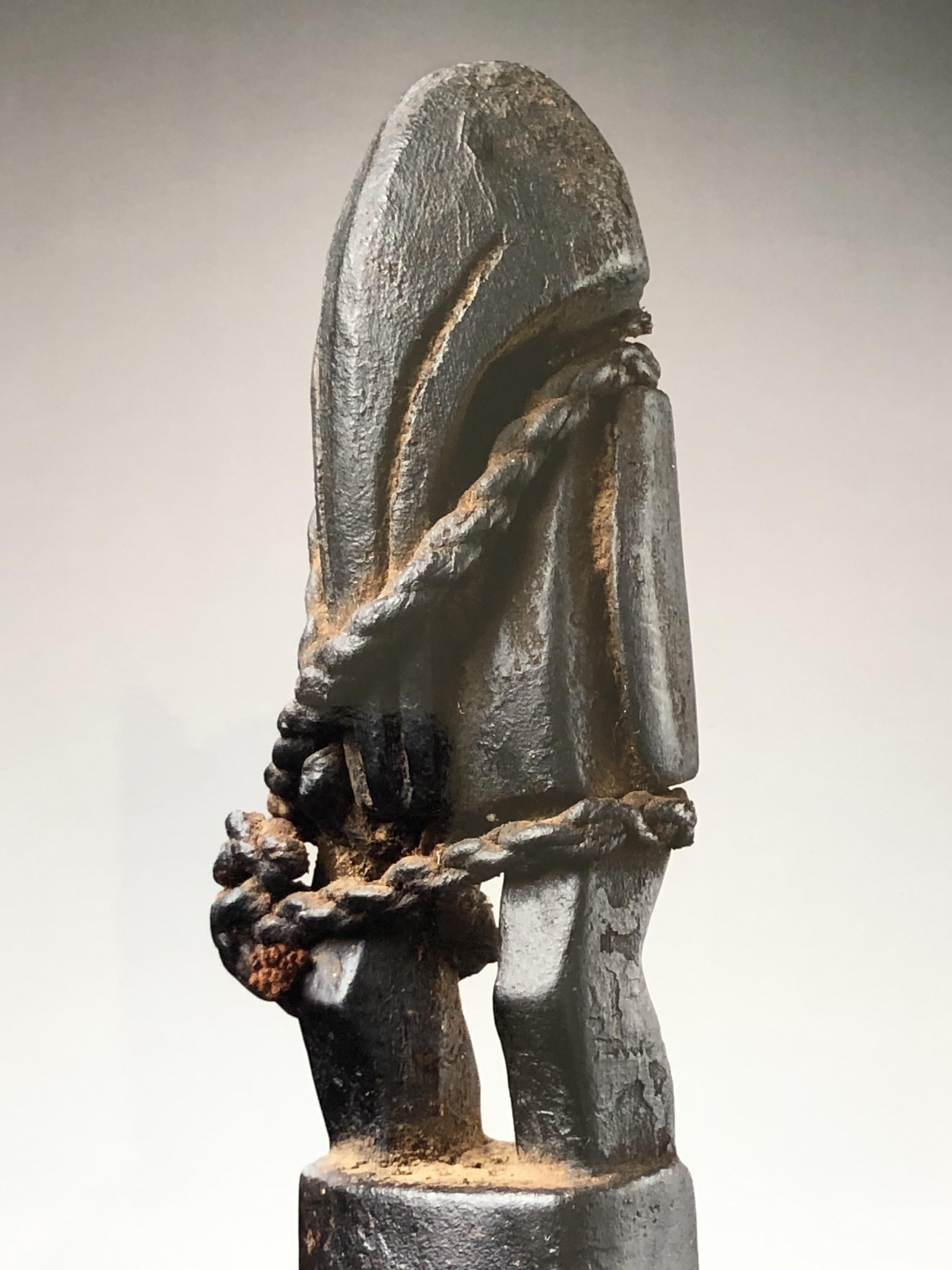Trompette Senoufo, mali Bois, corde, H: 80 cm Provenance: Olivier Castellano.